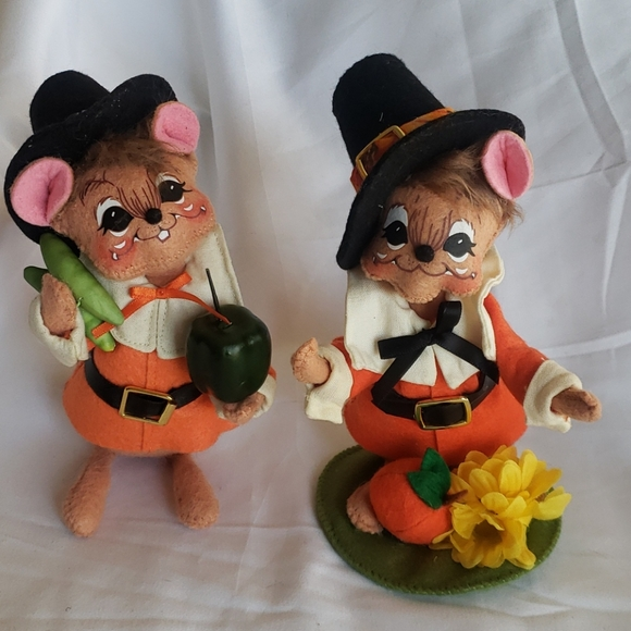 Pair of Annalee Mouse Pilgrims